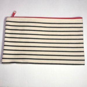 beautycounter Bags - Beautycounter makeup zipper bag